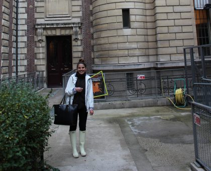 Caitlin Koford poses in front of the Bibliothèque Nationale de France.