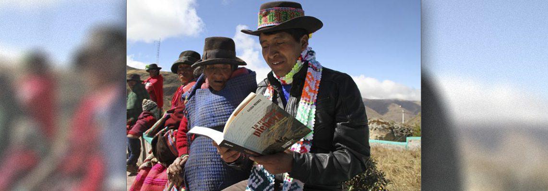 """""""Pobladores"""" reading La Republica plebeya"""